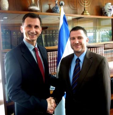 Prof.dr.-Dragan-Primorac-s-predsjednikom-izraelskog-parlamenta-Yuli-Yoel-Edelsteinom-1